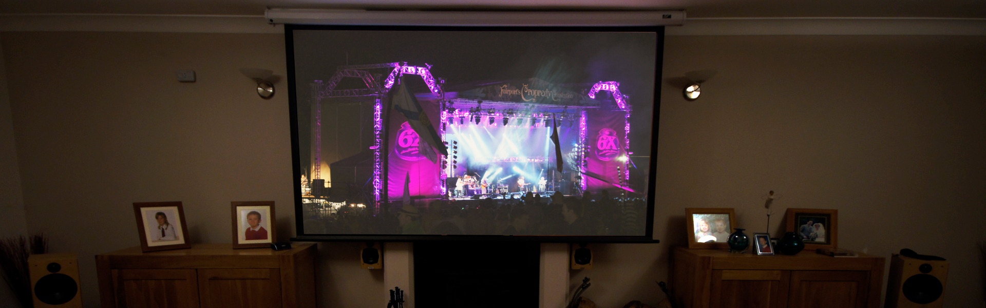 Head-on-Pj-screen-Live-music-stage1920X600